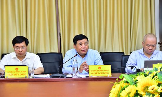 Bộ trưởng Bộ Kế hoạch&Đầu tư Nguyễn Chí Dũng (giữa) phát biểu tại buổi làm việc với UBND tỉnh Quảng Trị.
